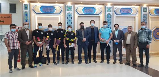 روز گذشته و در فرودگاه بین المللی اهواز (( همراه با گزارش تصویری)) :